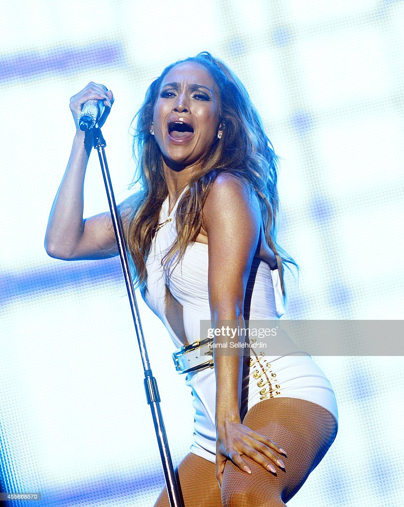Jennifer Lopez performs live following the Singapore F1 Grand Prix 2014 on September 21, 2014 in Singapore, Singapore.