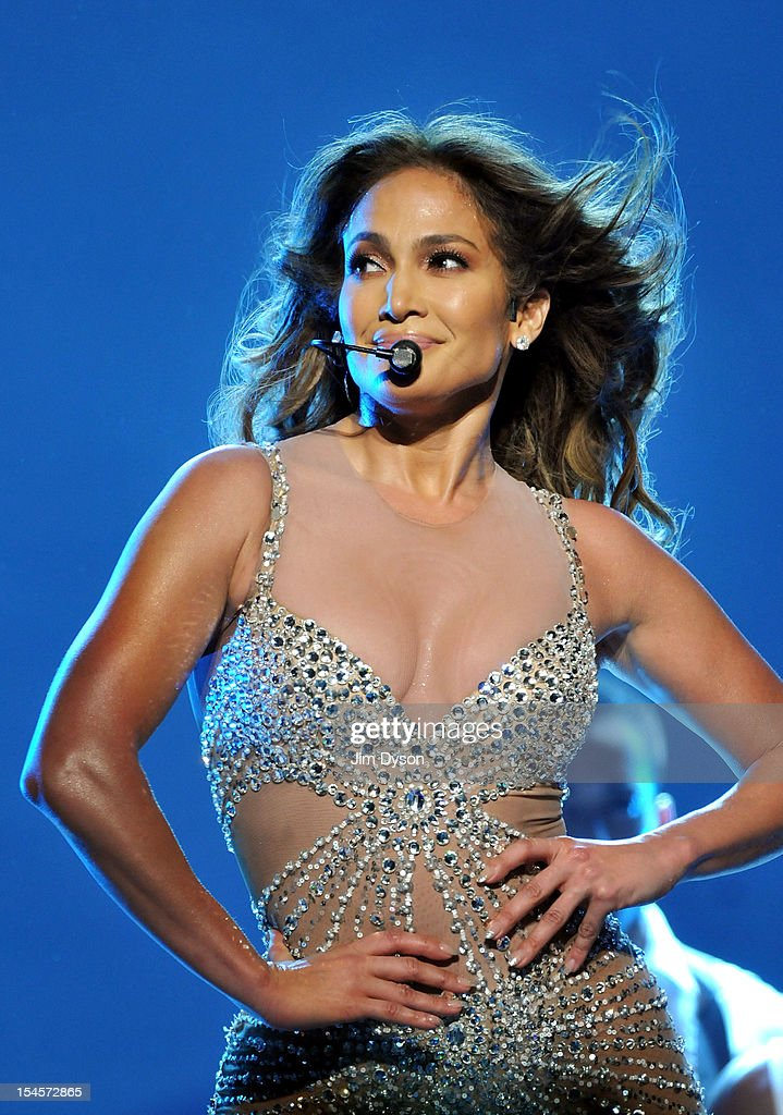 Jennifer Lopez Performs At The 02 Arena : News Photo