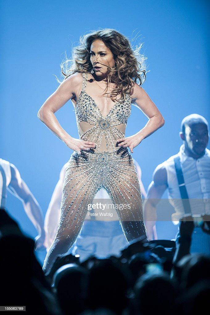 Jennifer Lopez Performs In Oberhausen : Nachrichtenfoto