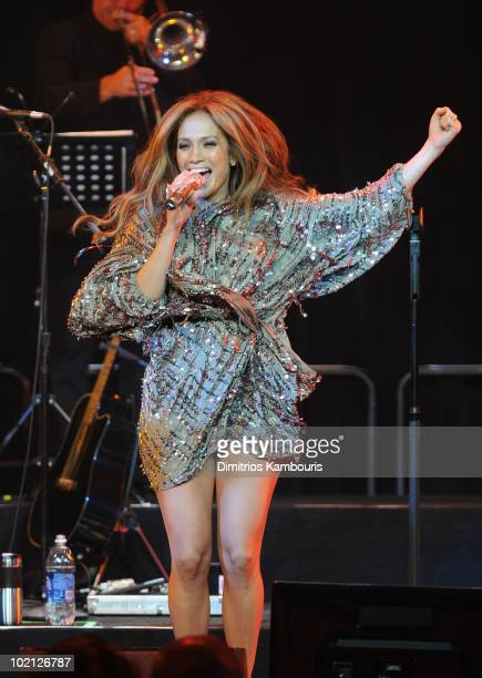 Jennifer Lopez performs onstage at Samsung's 9th Annual Four Seasons of Hope Gala at Cipriani Wall Street on June 15, 2010 in New York City.