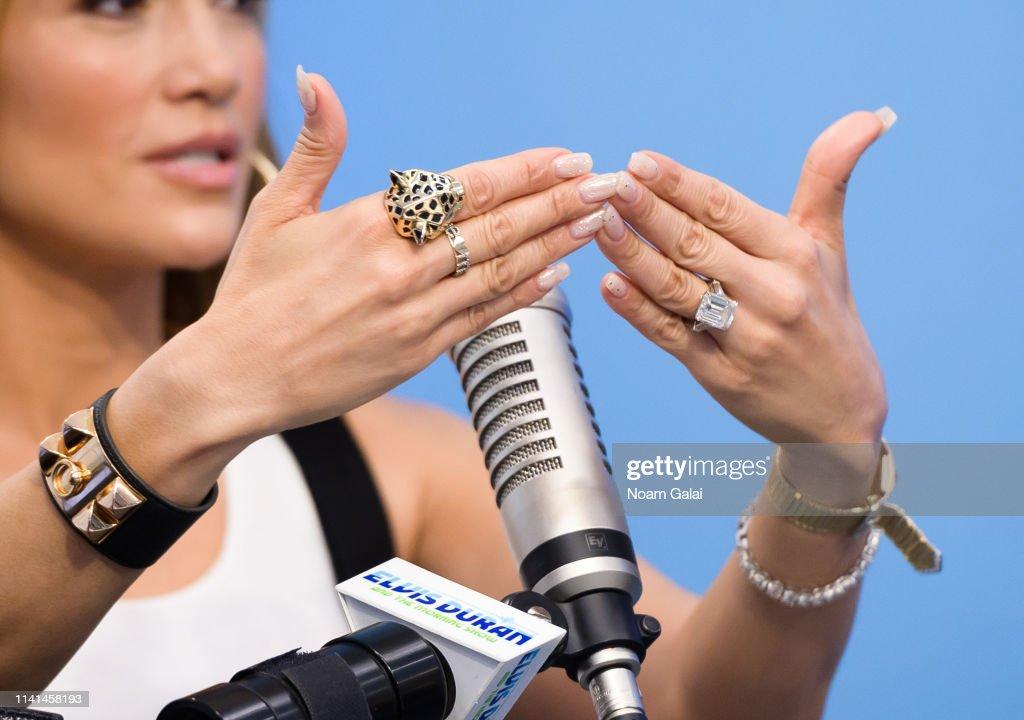 "Jennifer Lopez Visits ""The Elvis Duran Z100 Morning Show"" : Fotografia de notícias"