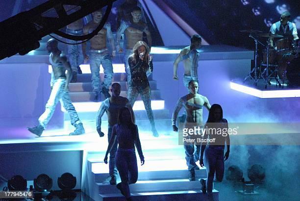Jennifer Lopez Tänzer M a r k u s L a n zPremiere ZDFShow Wetten dass Düsseldorf NordrheinWestfalen Deutschland Europa Bühne Auftritt Mikro singen...