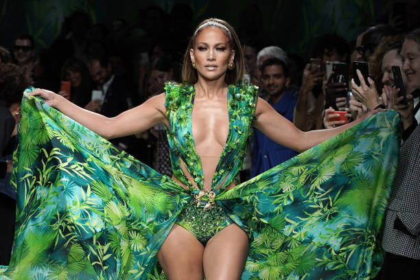 UNS: J-Lo's Famous Versace Grammys Dress Makes Another Comeback