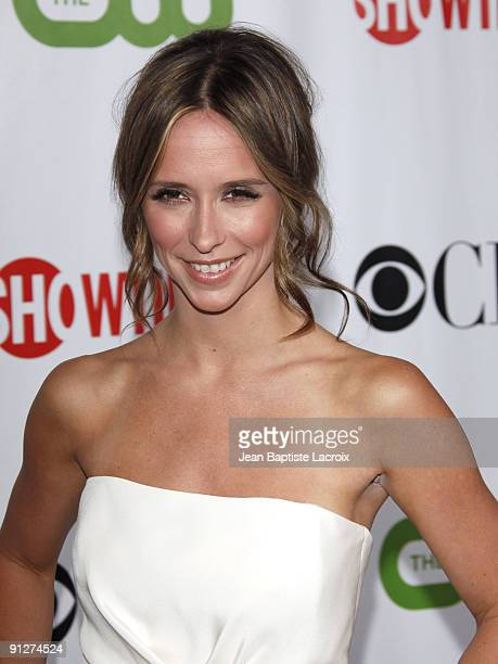 Jennifer Love Hewitt arrives at the 2009 TCA Summer Tour CBS CW and Showtime AllStar Party at the Huntington Library on August 3 2009 in Pasadena...