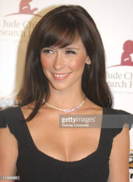 Jennifer Love Hewitt during 3rd Annual Runway For Life Benefiting St Jude Children's Research Hospital Red Carpet at Beverly Hilton in Beverly Hilton...
