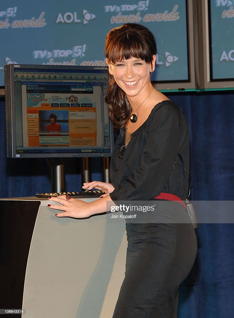 "Jennifer Love Hewitt Announces the Nominees for the ""2005 TV's TOP 5! Viewer"