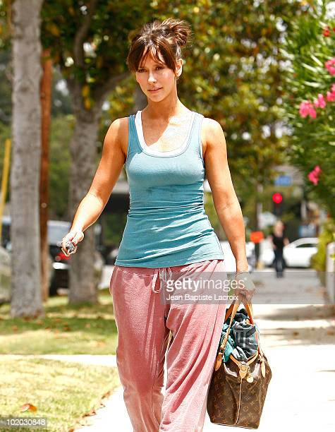 Jennifer Love Hewitt is seen in Toluca Lake on June 12 2010 in Los Angeles California