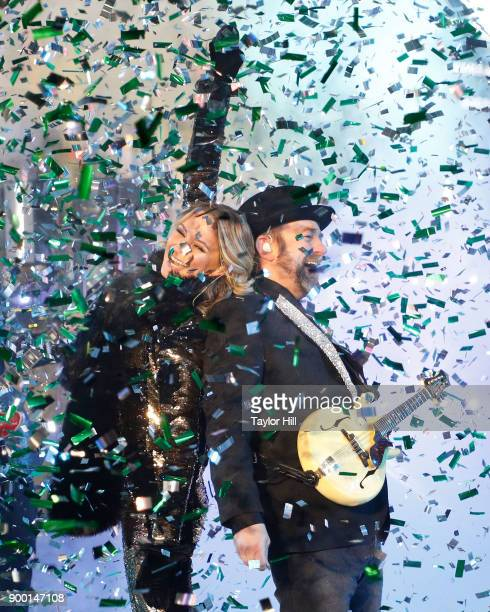 Jennifer Nettles and Kristian Bush of Sugarland perform during Dick Clark's New Year's Rockin' Eve at Times Square on December 31, 2017 in New York...