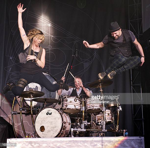 Jennifer Nettles and Kristian Bush of the band Sugarland perform at the 2010 Lilith Fair at McMahon Stadium on June 27, 2010 in Calgary, Canada.