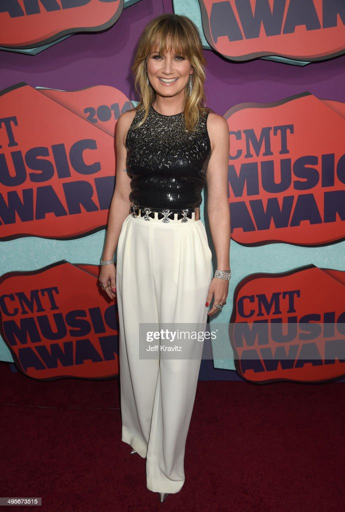 Jennifer Nettles attends the 2014 CMT Music awards at the ...