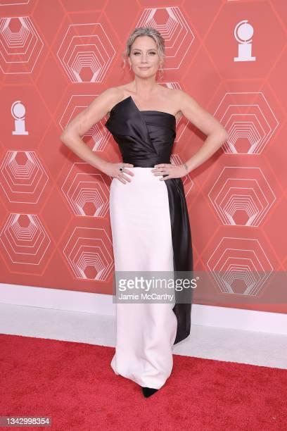 Jennifer Nettles attends the 74th Annual Tony Awards at Winter Garden Theater on September 26, 2021 in New York City.