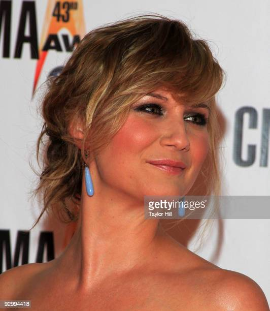 Jennifer Nettles of Sugarland attend the 43rd Annual CMA Awards at the Sommet Center on November 11, 2009 in Nashville, Tennessee.