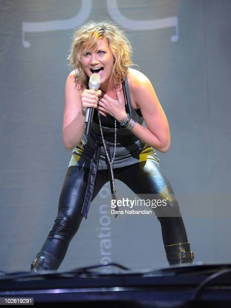 Jennifer Nettles of Sugarland performs at The Gorge on July 3, 2010 in George, Washington.