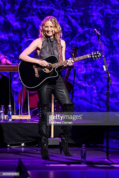 Jennifer Nettles performs on stage for CMT presents Jennifer Nettles with 2016 Next Women of Country Tour at Beacon Theatre on January 20 2016 in New...
