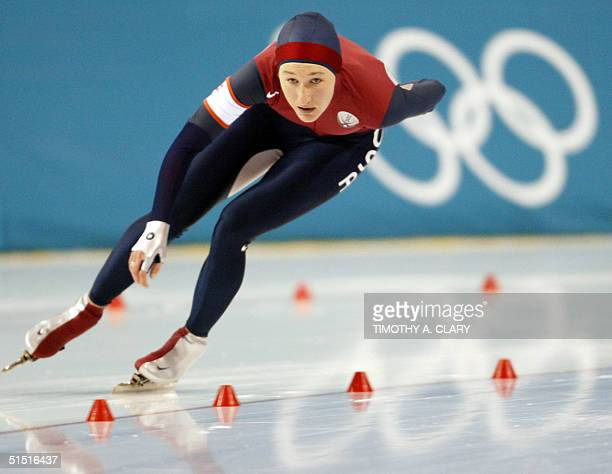 Jennifer Rodriguez of the US skates during the women's 3000m speed skating competition of the XIXth Winter Olympics 10 February 2002 at the Utah...