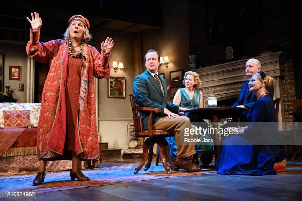 Jennifer Saunders as Madame Arcati Geoffrey Streatfeild as Charles Lisa Dillon as Ruth Lucy Robinson as Mrs Bradman and Simon Coates as Dr Bradman in...