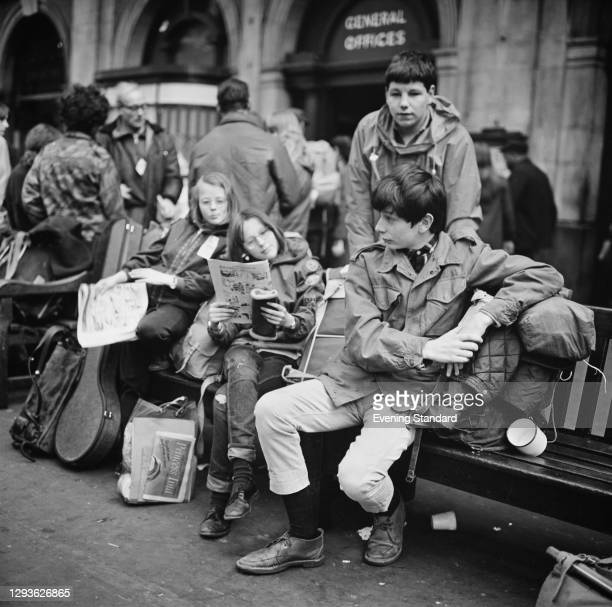 Jennifer Scobie, Gwen Scobie, Anthony Stonehouse and David Aaronovitch wait at a London railway station before embarking on a trip, UK, April 1968.