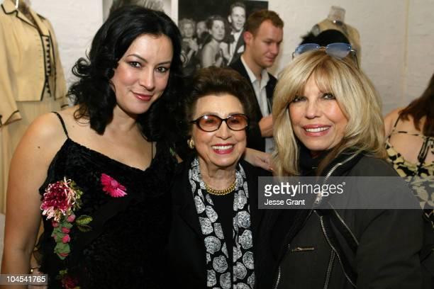 Jennifer Tilly with Nancy Sinatra Sr and daughter Nancy Sinatra