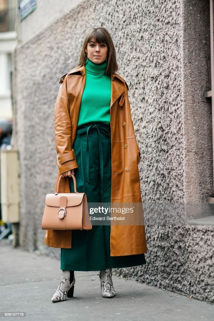 Street Style : Paris Fashion Week Womenswear Fall/Winter 2018/2019 : Day Four : Photo d'actualité