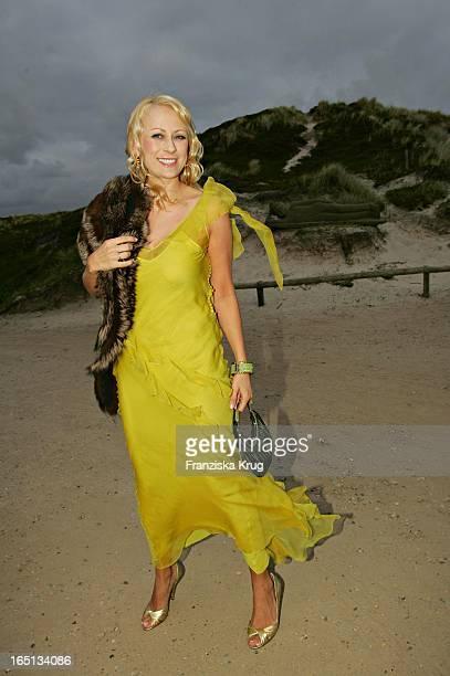 Jenny Elvers Elbertzhagen Im Dior Kleid Beim Empfang In Der Sansibar Am Abend Nach Der Kirchlichen Hochzeit Von Stich In Rantum Auf Sylt Am 110605