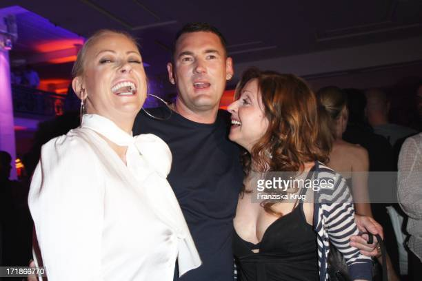 Jenny Elvers Elbertzhagen Michael Michalsky And Vicky Leandros In The   Michalsky  Party In The. Vicky Leandros Bei Der Benefizgala   ... 3fe1ad5b97