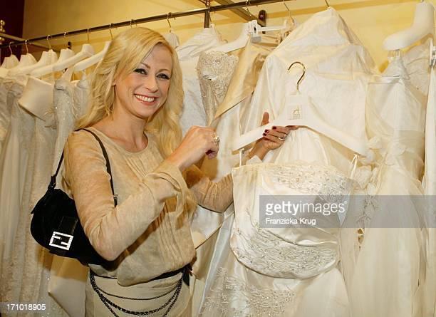 Jenny Elvers Sucht Hochzeitskleid Bei Atelier Aimee Shoperöffnung