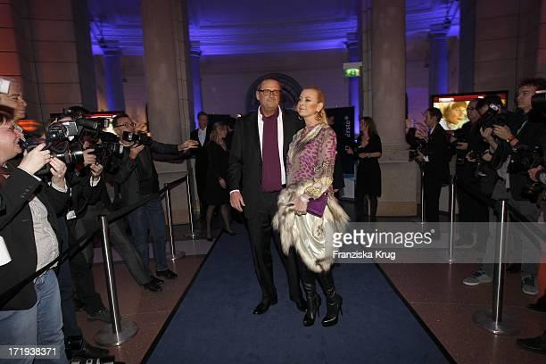 Jenny ElversElbertzhagen Und Ehemann Götz Elbertzhagen Bei Der Ard Blue Hour Opening Party Im Museum Für Kommunikation In Berlin
