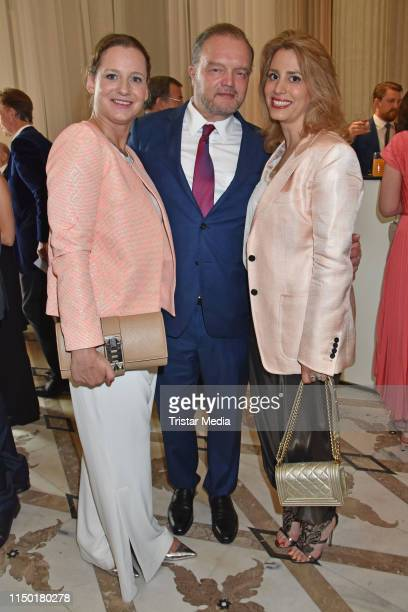 Jenny FalckenbergBlunck Alexander Fuerst zu SchaumburgLippe and Mahkameh Navabi attend the Staatsoper fuer alle event on June 15 2019 in Berlin...