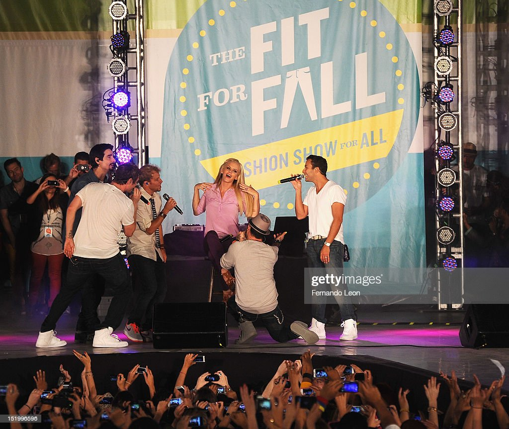 Jenny Mccarthy And The Backstreet Boys Perform Onstage During Old