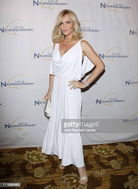 Jenny McCarthy arrives at the UCLA's 2009 Visionary Ball at the Beverly Wilshire Four Seasons Hotel on October 1, 2009 in Beverly Hills, California.