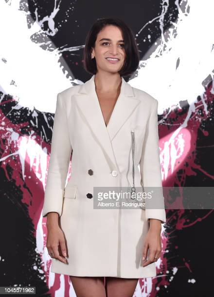 "Jenny Slateattends a photo call for Columbia Pictures' ""Venom"" at the Four Seasons Hotel Los Angeles at Beverly Hills on September 27, 2018 in Los..."