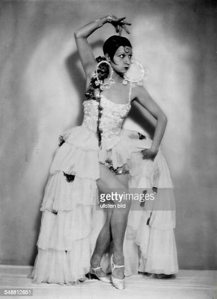 Jenny Steiner dancer Germany mimicing Joesphine Baker in the theater Nelsons Künstlerspiele Berlin date unknown probably 1929 published Berliner...