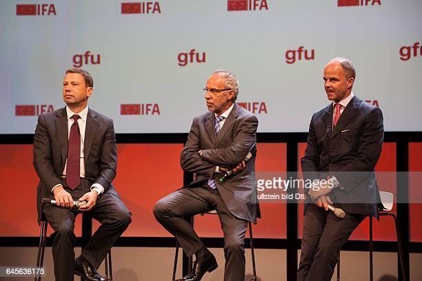 Jens Heithecker, Hans-Joachim Kamp, Dr. Christian Göke beantworten Fragen von Journalisten bei der Auftakt-Pressekonferenz der IFA