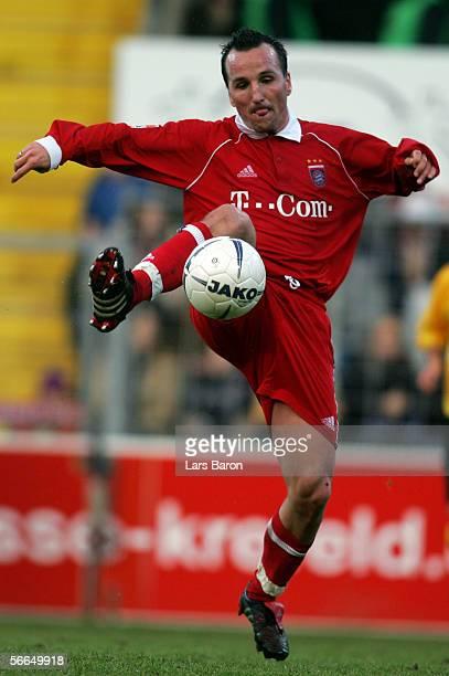 Jens Jeremies of Bayern Munich stops the ball during the friendly match between KFC Uerdingen and Bayern Munich on January 21 2006 in Krefeld Germany