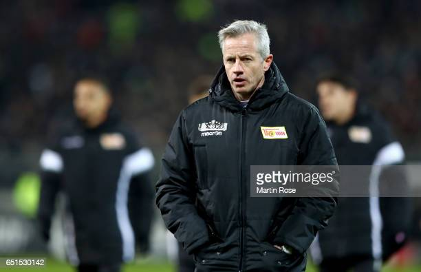 Jens Keller head coach of Union Berlin reacts during the Second Bundesliga match between FC St Pauli and 1 FC Union Berlin at Millerntor Stadium on...