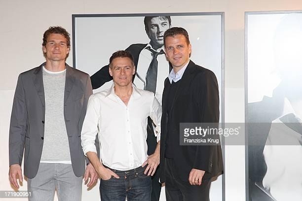 Jens Lehmann Bryan Adams Und Oliver Bierhoff Bei Der Vernissage Männer Zeigen Strenesse Die Deutsche Fussballnationalmannschaft Fotografiert Von...
