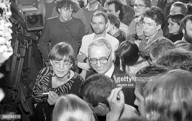 Jens Reich während der Wahlplarty von Bündnis 90 anlässlich der ersten freien Volkammerwahl in der DDR OstBerlin