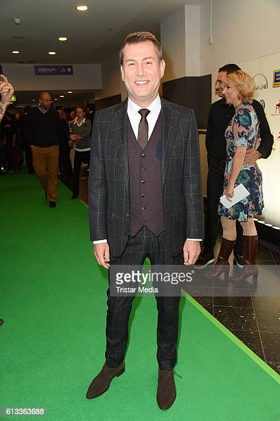 Jens Riewa attends the 'Tabaluga Es lebe die Freundschaft' Premiere on October 7 2016 in Hamburg Germany
