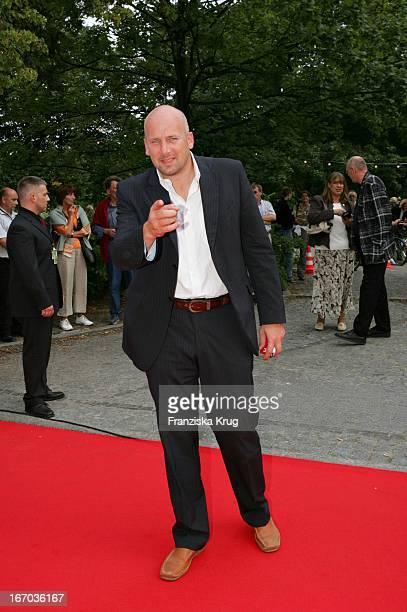 Jens Schniedenharn Bei Der Verleihung Des Brisant Brillant Im Tipi Zelt Am Kanzleramt In Berlin Am 030905
