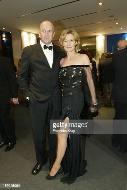 Jens Schniedenharn Und Freundin Suzanne Von Borsody Bei Der Verleihung Des Diva 2004 In München