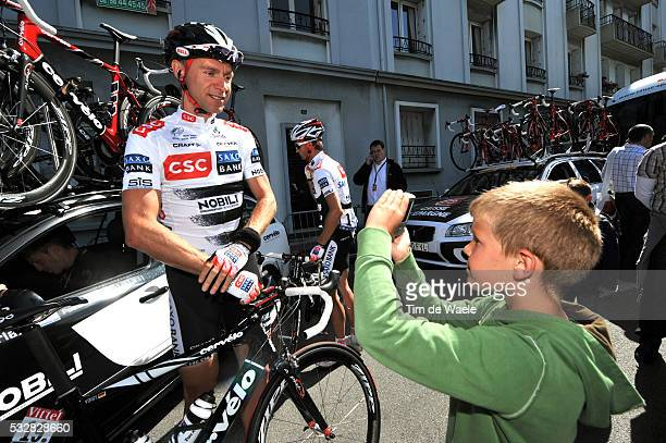 Jens Voigt is photographed by a young fan before stage 1 of the 2008 Tour de France between Brest and Plumelec.