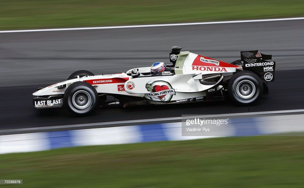 Jenson Button of Great Britain and Honda Racing in action during the qualifying session of the Brazilian Formula One Grand Prix at the Autodromo Interlagos on October 21, 2006 in Sao Paulo, Brazil.