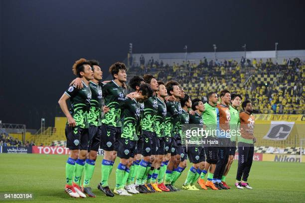 Jeonbuk Hyundai Motors players applaud supporters after their 20 victory in the AFC Champions League Group E match between Kashiwa Reysol and Jeonbuk...