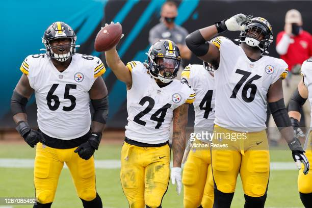 Jerald Hawkins, Benny Snell, and Chukwuma Okorafor of the Pittsburgh Steelers celebrate after Snell's touchdown during the first half against the...