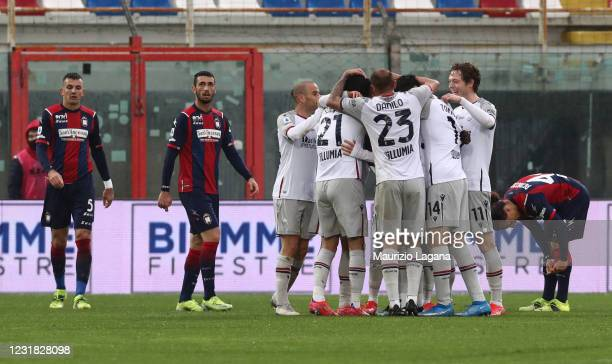 Jerdy Schouten of Bologna celebrates the equalizing goal during the Serie A match between FC Crotone and Bologna FC at Stadio Comunale Ezio Scida on...