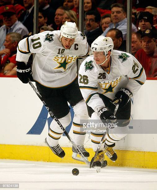 d89722ea2 Jere Lehtinen of the Dallas Stars looks to pass in front of teammate  Brenden Morrow against
