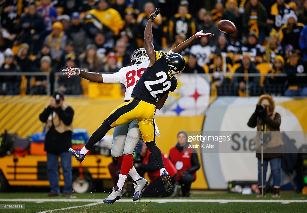 Jerell Adams #89 of the New York Giants cannot come up with a pass thrown by Eli Manning #10 while being defended by William Gay #22 of the Pittsburgh Steelers in the first quarter during the game at Heinz Field on December 4, 2016 in Pittsburgh, Pennsylvania.
