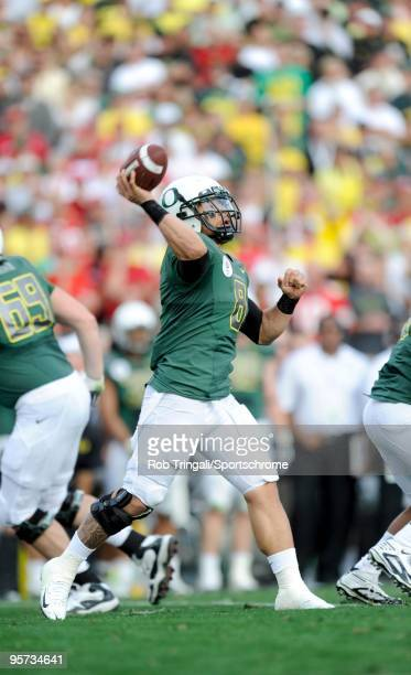 Jeremiah Masoli of the Oregon Ducks passes against the Ohio State Buckeyes in the 96th Rose Bowl played on January 1, 2010 in Pasadena, California....