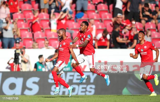 Jeremiah St Juste of 1. FSV Mainz 05 celebrates after scoring his team's second goal with team mates during the Bundesliga match between 1. FSV Mainz...