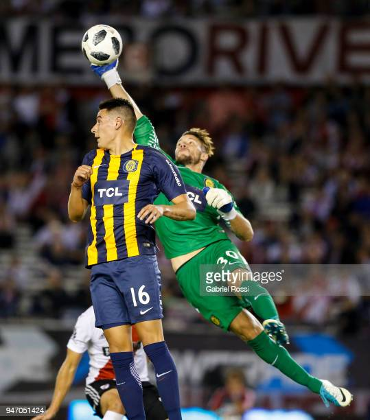 Jeremias Ledesma goalkeeper of Rosario Central punches the ball away during a match between River Plate and Rosario Central as part of Superliga...